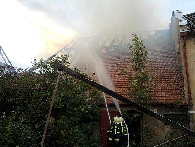 Likvidace požáru historického pivovaru v centru J. Hradce.