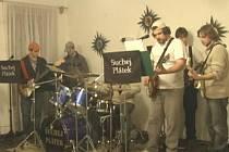 Stálá sestava skupiny je ve složení Tomáš Křenek, Honza Plachý,  kapelník Radim Kubánek, baskytarista Michal Vytrhlík, Petr Strnad a Vojta Štěpánek, který vystřídal odcházejícího člena Pavla Kravku.