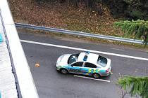 Policie v neděli ráno vyšetřovala pod mostem na školní statek v J. Hradci pokus o sebevraždu.