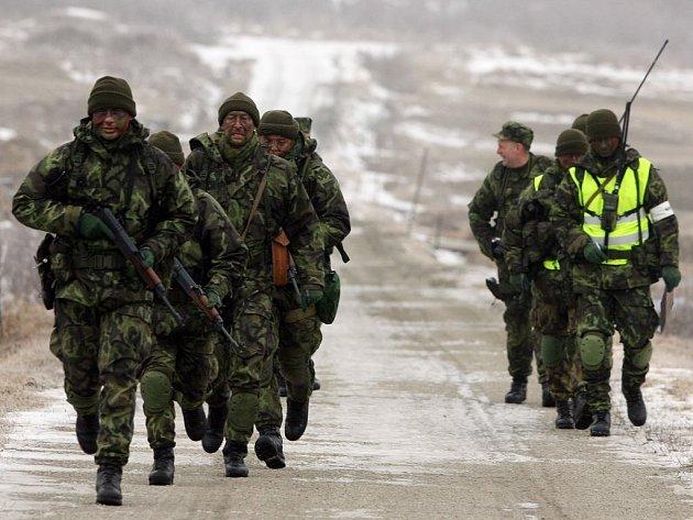 Jindřichohradečtí vojáci na výcviku v Boleticích.