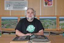 Starostou v Novosedlech nad Nežárkou je Filip Mencl.