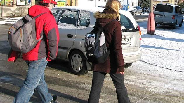 Chodci versus řidiči v Třeboni.