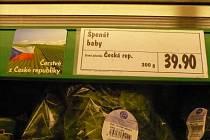 Klamavé nápisy u zeleniny v jindřichohradeckém Kauflandu.