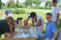 Mezinárodní festival rukodělných aktivit  pod názvem EMUFEST se uskutečnil v sobotu ve Slavonicích. Jednou ze zajímavých aktivit pro nejmenší, byla keramická dílna slavonické umělkyně Terezy Kuhnové.