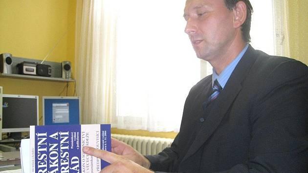 Na post vedoucího jindřichohradeckého územního odboru služby kriminální policie nastoupil plukovník  Josef Heš.