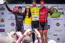 TRIO nejlepších v konečném pořadí. Zleva druhý Dán Emil Nygaard Vinjebo (Giant Castelli), vítězný Josef Černý (Elkov Author) a Slovinec Rok Korošec (Amplatz BMC).