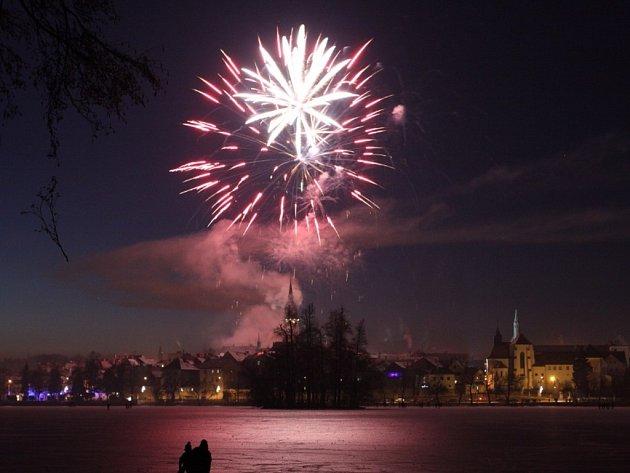 Jindřichův Hradec oslavil vstup do nového roku ohňostrojem v první lednový podvečer.