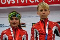 Úspěšní biatlonoví žáci ze Starého Města - Aneta Bártová a Jindřich Koutný.