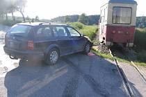 Řidička přehlédla u Blažejova na úzkokolejce vlak.