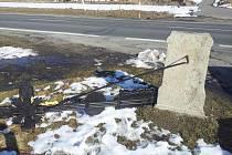 Opravený kříž u Třeboně zničl neznámý vandal.