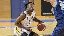 Střelecký prapor hradeckých basketbalistů držel v souboji s Děčínem pouze Torin Dorn, který zaznamenal 23 bodů.