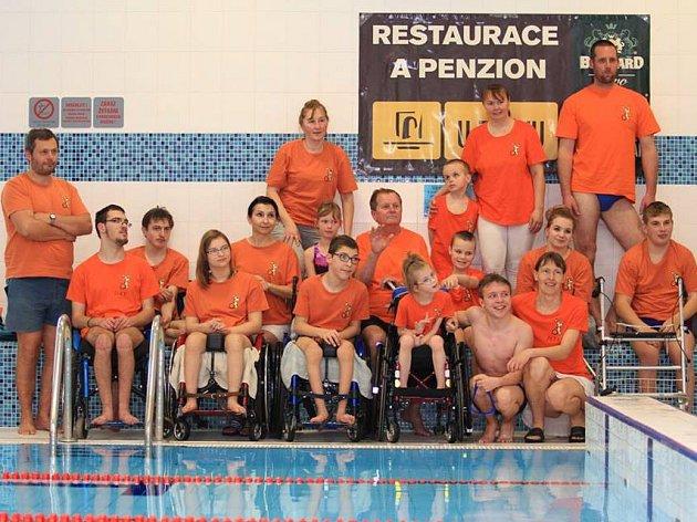Vhradeckém bazénu se konal již jedenáctý ročník závodů pro handicapované plavce.