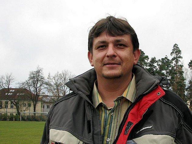 Rostislav Kuchyňka suchdolské fotbalisty do jarních odvet v I. A třídě nepovede. Úspěšný trenér byl nucen na lavičce devátého týmu soutěže skončit kvůli pracovním povinnostem.