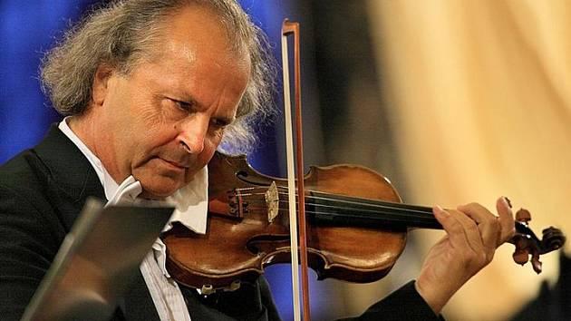 Svátky hudby s Václavem Hudečkem letos ozdobí sbor Boni Pueri