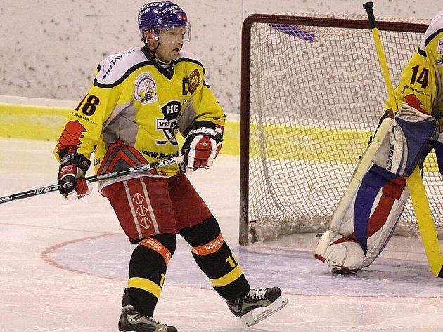 Ani zkušený obránce a kapitán hokejistů Velké Radouně Vladimír Reisner po solidně odehrané základní části krajské ligy zřejmě nečekal, že jeho tým vypadne hned ve čtvrtfinále play off.