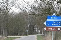 Kousek za touto křižovatkou u Lomnice nad Lužnicí bylo nalezeno tělo mrtvého muže.