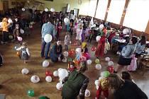 Desítky dětí se bavily na maškarním v Roseči.