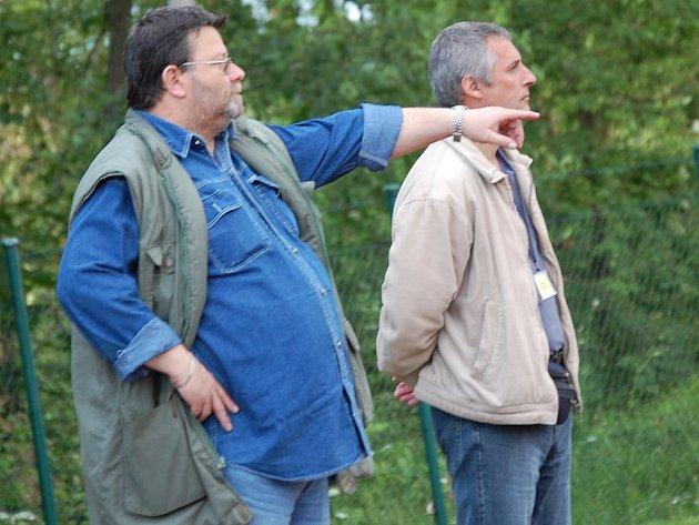 Odvolaná  dvojice trenérů Slovanu J. Hradce Vladimír  Bervid (vlevo), který nyní působí v Nové Bystřici a Jozef Košťál.