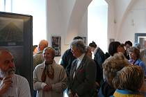 Hojná účast na vernisáži výstavy fotografa Borise Procházky.