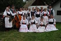 Taneční soubor Javor a Javoráček.