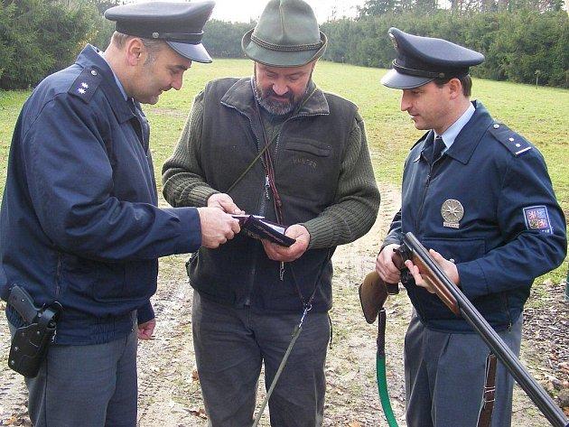 Policejní kontroly na honech. Ilustrační foto.