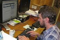 Miloslav Sviták v redakci Jindřichohradeckého deníku odpovídá na dotazy návštěvníků webu.