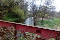 Pohled na most v lokalitě u Malíře na silnici procházející Kanclovským údolím, což byla původní silnice z Jindřichova Hradce do Jarošova, než se vybudoval most nad Kanclovem.