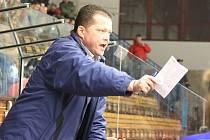 Trenér hokejistů Vajgaru Václav Kmoníček.
