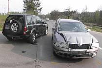 Srážka dvou aut u Českých Velenic vyšla na 300 tisíc.