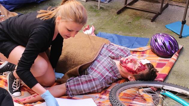 Studenti prvního a druhého ročníku Střední zdravotnické školy v Jindřichově Hradci soutěžili v první pomoci.