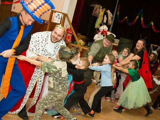 Na karnevalu v Budíškovicích se děti bavily nejrůznějšími soutěžemi.
