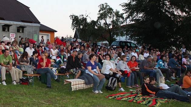 Letní filmový festival v Děbolíně.