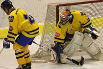Gólman Vajgaru Tomáš Kubeš nepokryl pouze dvě z 39 střel klatovských hokejistů a výraznou měrou se zasloužil o konečnou remízu 2:2, která pro Jihočechy znamená záchranu II. ligy.