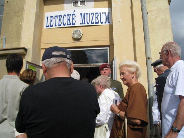 Otevření leteckého muzea v Deštné.
