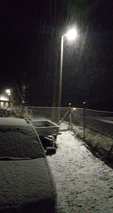 V neděli večer začalo sněžit. Horní Meziříčko.