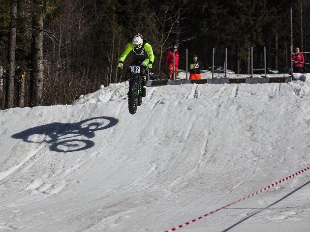 Ojedinělý závod čtyř závodníků se jel v sobotu 4. března se ve Ski areálu Rejdice u Harachova.