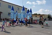 Děti si užily dětský den v hradeckých kasárnách.