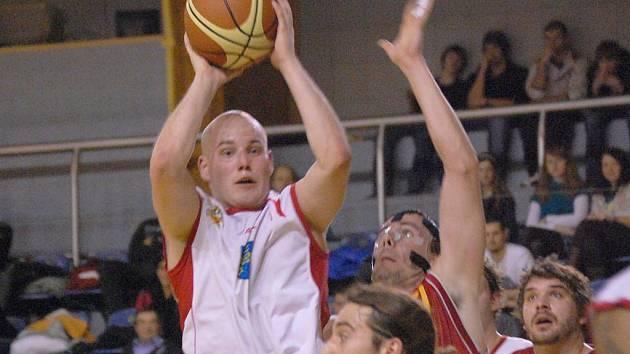 Rozehrávač Erik Eisman (na snímku z posledního domácího duelu s pražskou Spartou, který Lions smolně prohráli 78:80).