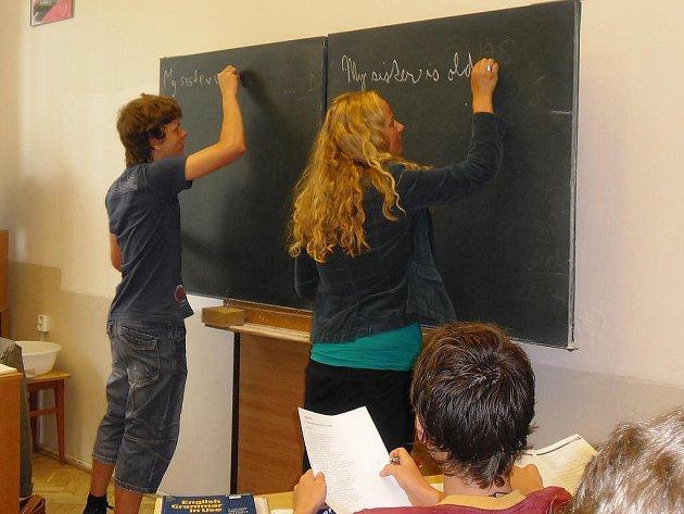 V Gymnáziu Vítězslava Nováka v Jindřichově Hradci probíhá od pondělí kurz anglického jazyka pro žáky, kteří nastupují do prvního ročníku.