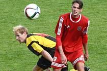 Fotbalisté Třeboně prohráli v Milevsku 0:2. Vlevo útočník Jiskry Michael Djurov.