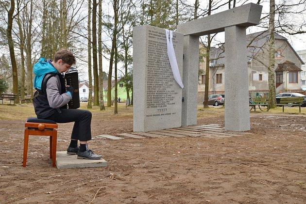 VSuchdole nad Lužnicí odhalili památník připomínající židovské oběti války.