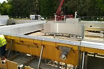 U třeboňských Lázní Aurora se staví bazénový komplex. V létě hotový ale ještě nebude.