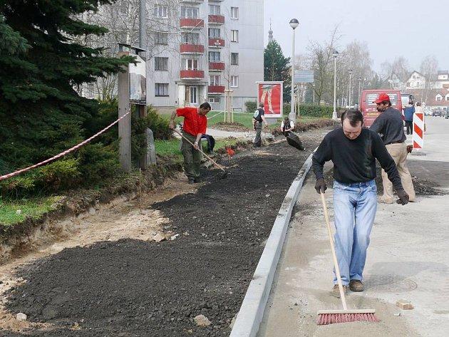 Rekonstrukce chodníků na třeboňském sídlišti Hliník.
