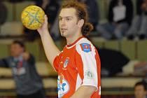 Třeboňský Martin Mlsna vstřelil v obou úvodních utkáních házenkářského play out  po pěti gólech Hustopečím i Frýdku–Místku, ovšem v tom druhém jeho tým prohrál 28:32.