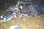 Tragická srážka dvou aut u Mláky. Pohled na auto, ve kterém zemřeli dva mladí lidé.