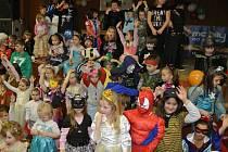 Dobrovolní hasiči z Hamru uspořádali pro děti karneval.