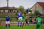 Premiérové vítězství v sezoně zaznamenali fotbalisté Lomnice (v zeleném), kteří uspěli v Nové Bystřici.