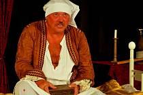 Hlavní postavu Moliérovy hry Lakomce alternuje Jiří Polčák (na snímku) s režisérem Janem Hanzalem.