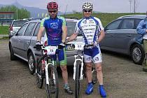 Úspěšní bikeři. Vlevo je Tomáš Raba z Bike sport Joma, vpravo Rudolf Hronza e stáje Volvo Auto Hase