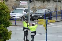 Policisté nacvičovali řízení křižovatek na nábřeží v J. Hradci kvůli uzavření mostu na obchvatu.